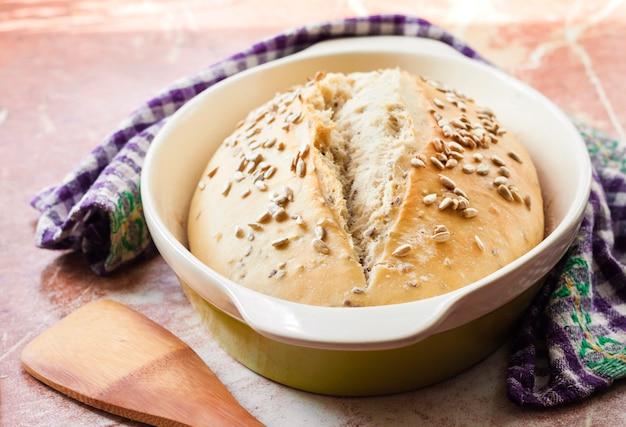 Pan de trigo con semillas de girasol hechas con masa madre