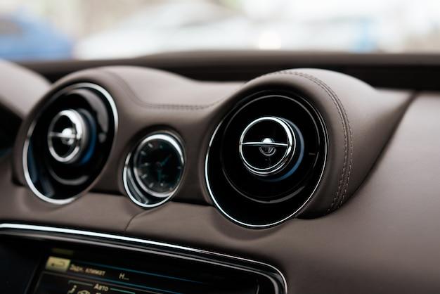 Panel en automóvil nuevo