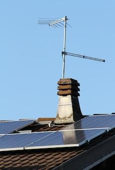 Panel solar en el techo