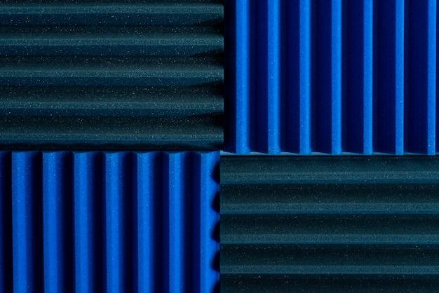 Paneles de aislamiento acústico en un estudio de grabación musical.