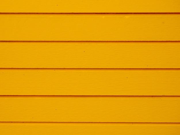 Paneles de madera amarilla