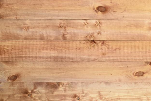 Paneles de madera teñidos en azul brillante.