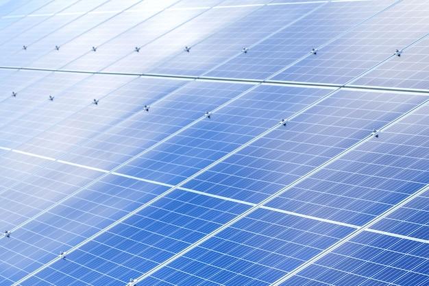 Paneles solares de fondo. fuente de energía renovable fotovoltaica