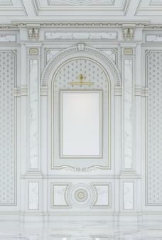 Paneles tallados de madera blanca en estilo clásico con inserciones de mármol.