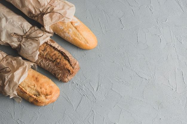 Panes baguette en la composición