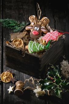 Panes de jengibre estampados a mano de navidad