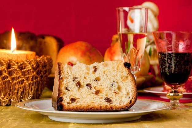 Panettone, tradicional pastel de navidad italiano.