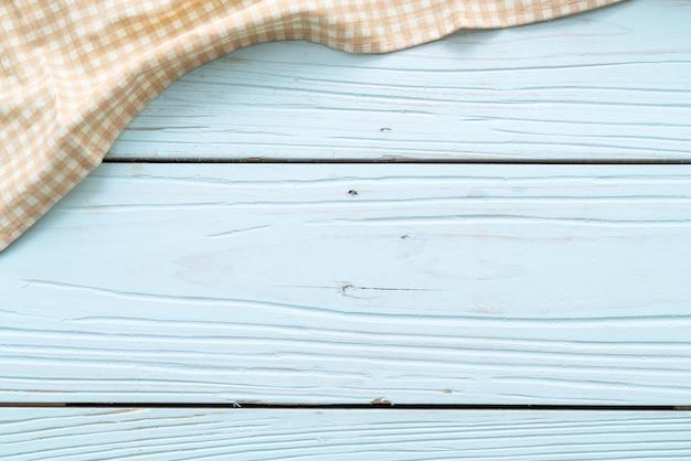 Paño de cocina (servilleta) sobre fondo de madera azul