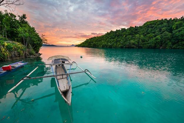Panorama idílico con kayak