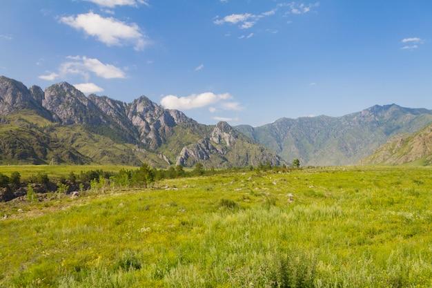 Panorama de las montañas de altai