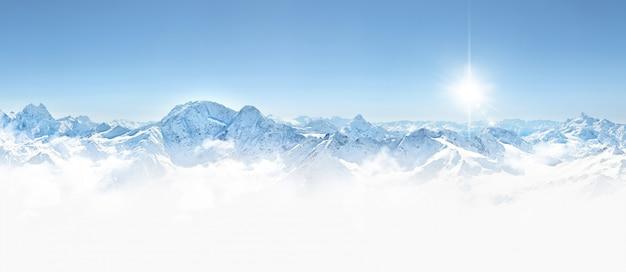 Panorama de las montañas de invierno en la región del cáucaso, montaña elbrus,