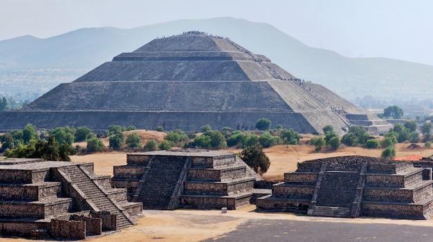 Panorama de las pirámides de teotihuacan