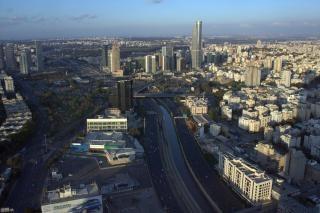 Panorama de tel aviv en israel, de la carretera