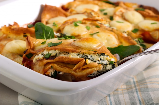 Panqueques de espinacas y ricotta al horno, en lata