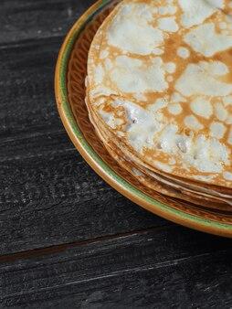 Panqueques finos tradicionales para la semana de panqueques