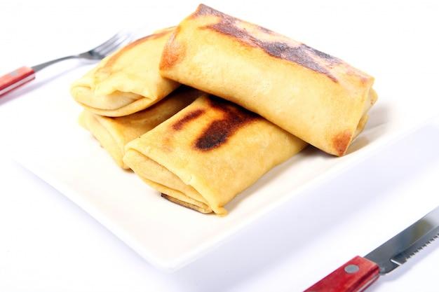 Panqueques fritos en el plato