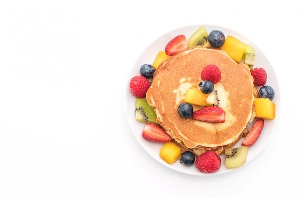 Panqueques con frutas mixtas