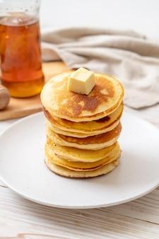 Panqueques con mantequilla y miel
