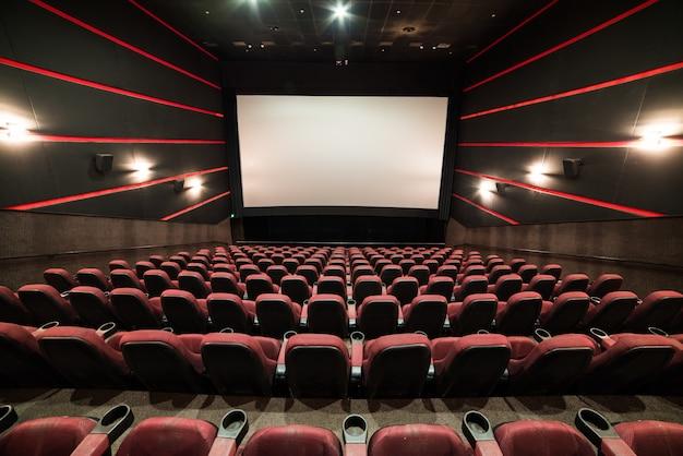 Pantalla de cine en blanco