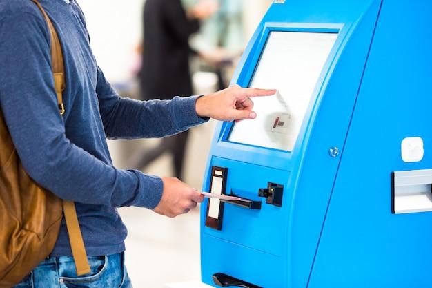 Pantalla de detalle en la máquina de transferencia de autoservicio