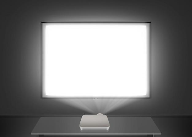 Pantalla de proyector en blanco en la pared