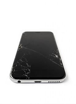 Pantalla rota y agrietada smartphone aislado