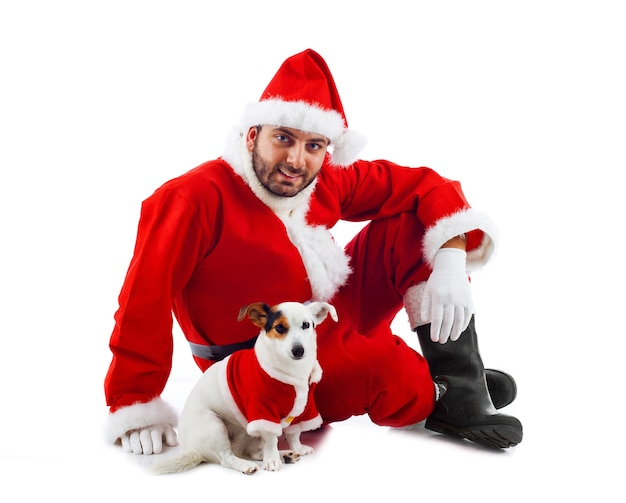 Papá noel con su perrito en la pared blanca