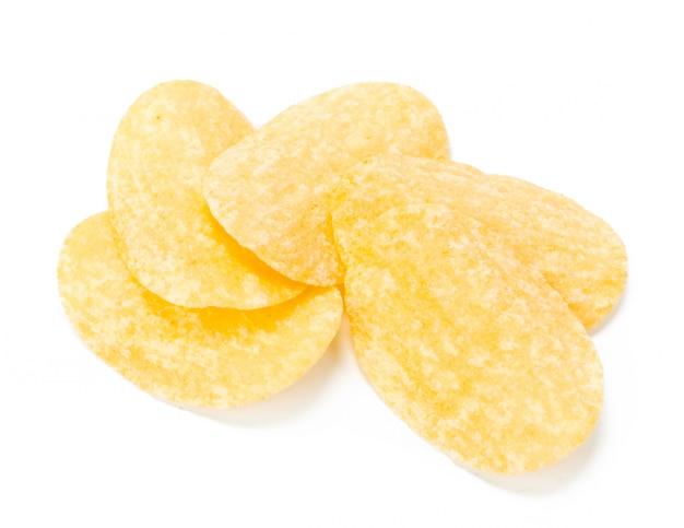 Papas fritas amarillas aisladas en blanco