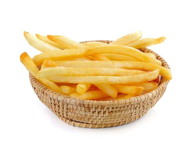Papas fritas en un blanco