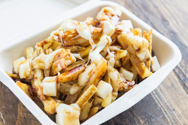 Papas fritas fritas y mozzarella