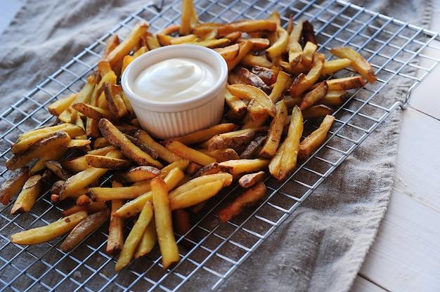 Papas fritas y mayonesa