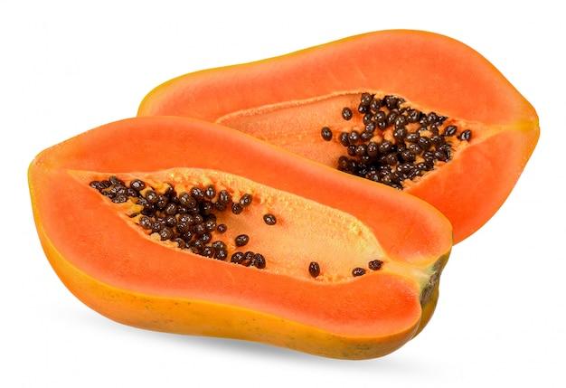 Papaya aislado en blanco con trazado de recorte