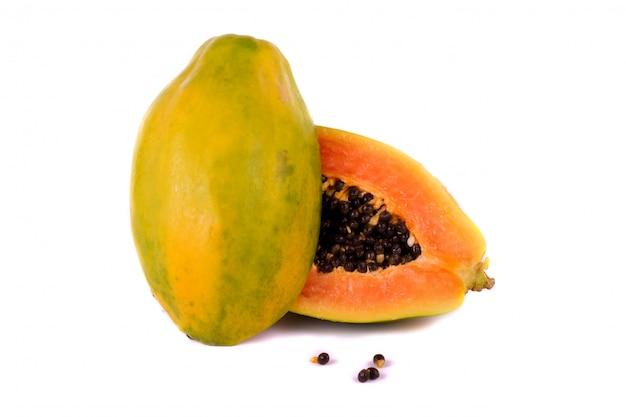 Papaya fruta en blanco