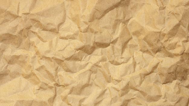 Papel arrugado marrón para una textura de fondo.