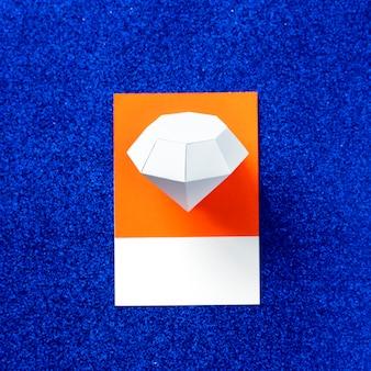 Papel artesanal de la forma del diamante.