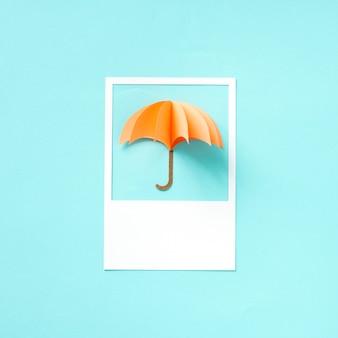 Papel artesanal de un paraguas.