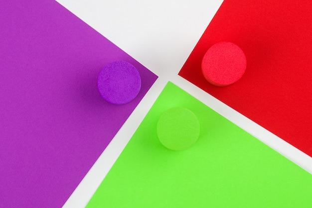 Papel de colores en geometrico. fondo de textura de papel de color brillante.