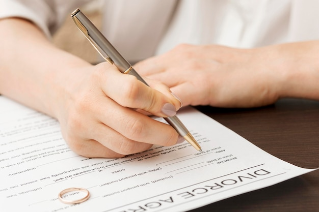 Papel de firma de mano de primer plano