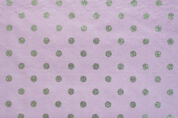 Papel de lunares brillante transparente. papel de color lila para envolver regalos, papel de envolver, papel tapiz. elegante textura brillante