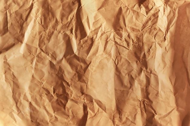 Papel marrón arrugado