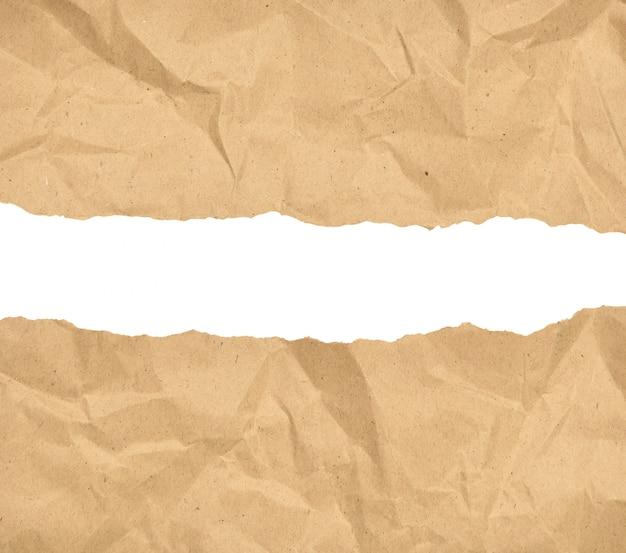 Papel marrón rasgado por la mitad