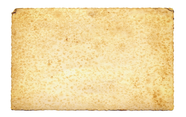 Papel de pergamino antiguo con bordes irregulares aislados.