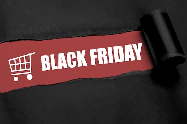 Un papel rasgado que muestra el texto del viernes negro