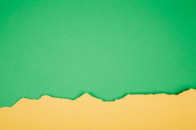 Papel rasgado verde y amarillo brillante