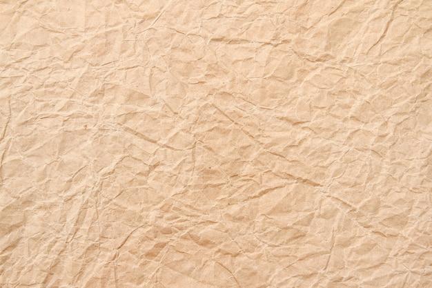 Papel reciclado arrugado marrón