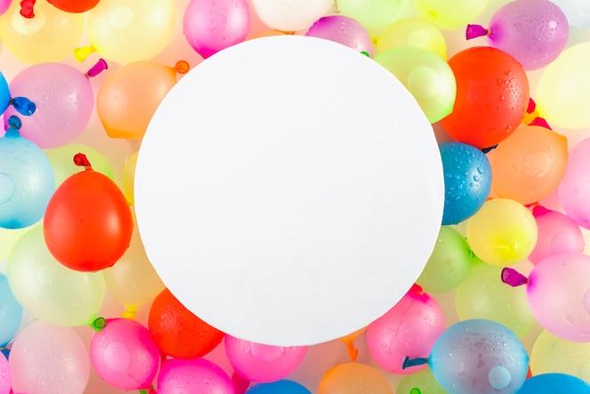Papel redondo sobre globos