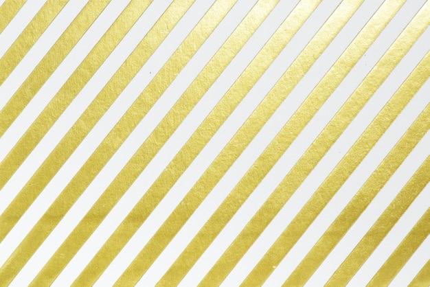 Papel de regalo blanco y dorado.