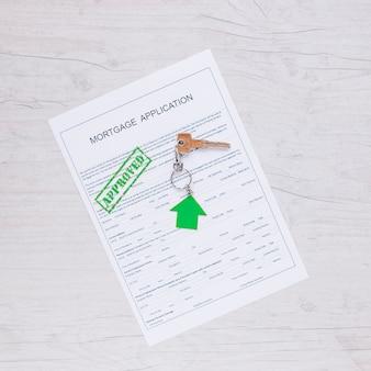 Papel de solicitud de crédito con sello verde