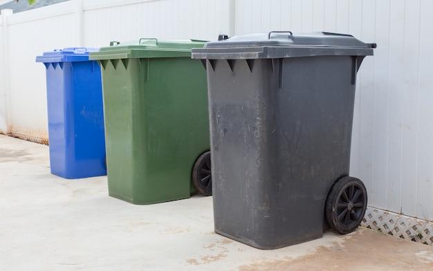 Papelera de reciclaje de plástico