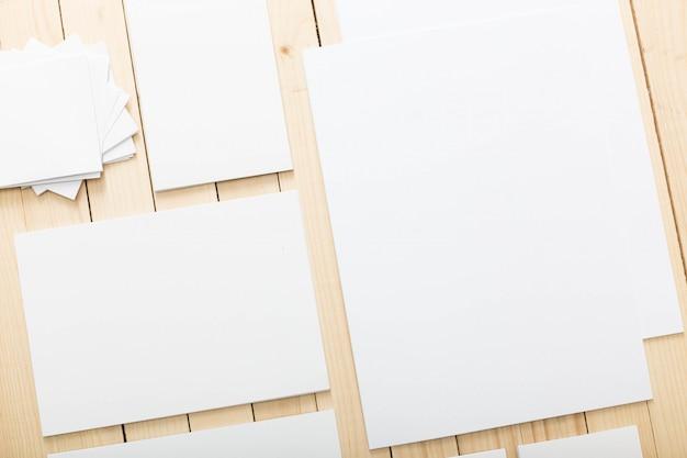 Papelería en blanco para identidad de marca, vista superior